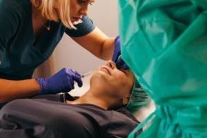 Aplikacja kwasu hialuronowego podczas szkolenia